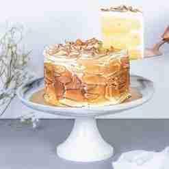 lemon meringue cake slice
