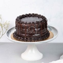 dark chocolate fudge drip cake