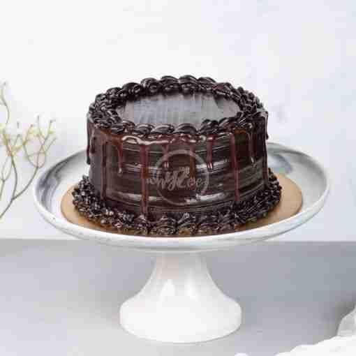 dark chocolate fudge drip cake