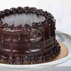 dark chocolate fudge drip cake side