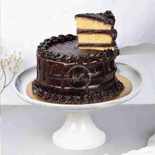 dark chocolate fudge drip cake slice