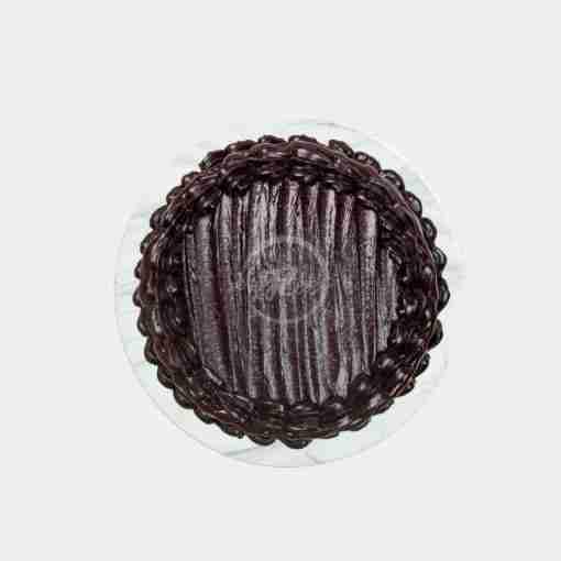 dark chocolate fudge drip cake top
