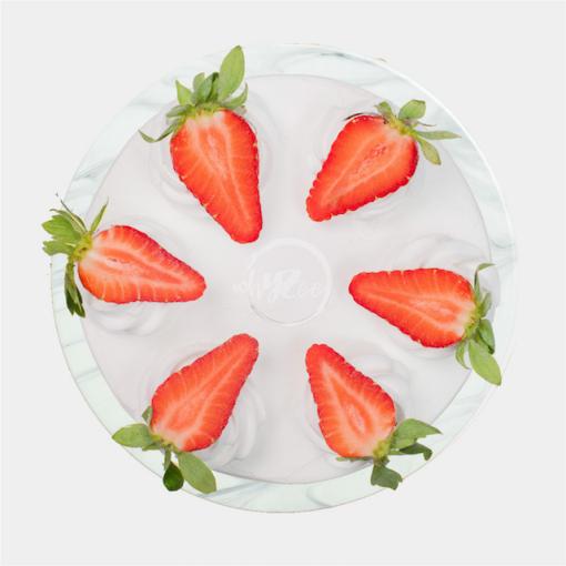 fresh cream eggless cake top